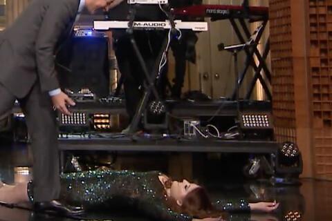Meghan Trainor s'étale sur scène après une grosse chute !