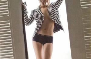 PHOTOS : La très jolie Roxanne McKee oublie toujours de mettre... un haut !