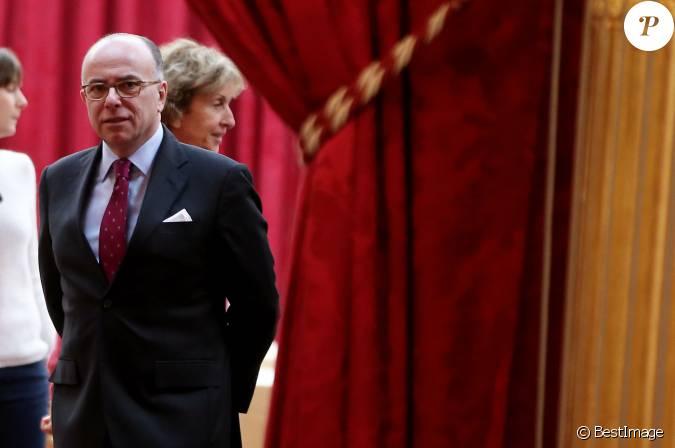 Bernard cazeneuve ministre de l 39 int rieur lors de la for Cabinet du ministre de l interieur