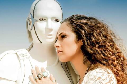 """Elisa Tovati : Surprenante pour son retour avec """"Take Me Far Away"""""""
