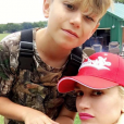Gwen Stefani fête le 10e anniversaire de son fils Kingston en famille. Elle est accompagnée de ses deux autres fils, Zuma et Apollo, ainsi que son nouvel amoureux, le chanteur country Blake Shelton. Ils sont tous allés faire du buggy ainsi qu'une partie de pêche. Photo publiée sur Snapchat, le dernier week-end du mois de mai 2016