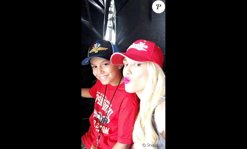Gwen Stefani fête le 10e anniversaire de son fils Kingston en famille. Elle est accompagnée du chanteur country Blake Shelton qu'ils sont allés voir en concert. Photo publiée sur Snapchat, le dernier week-end du mois de mai 2016