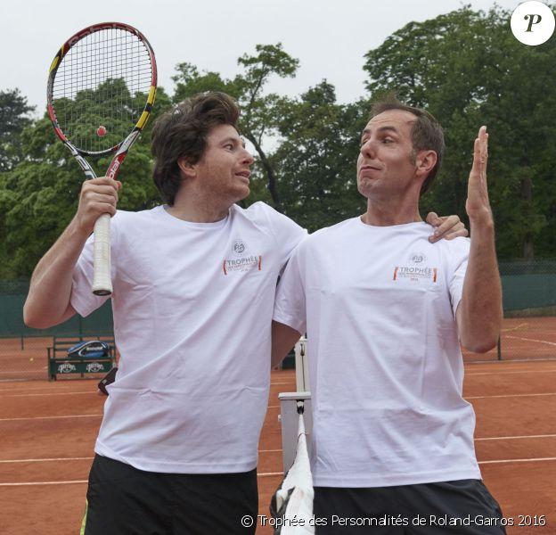 Jean Imbert et Jean-Philippe Doux complices et adversaires lors de la deuxième journée du Trophée des Personnalités de Roland-Garros 2016, jeudi 2 juin 2016.