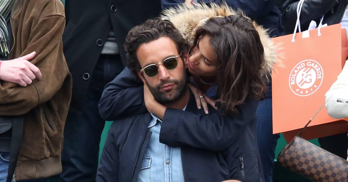 Laurie cholewa et son nouveau compagnon in love dans les tribunes des internationaux de france - Damien thevenot et son compagnon ...