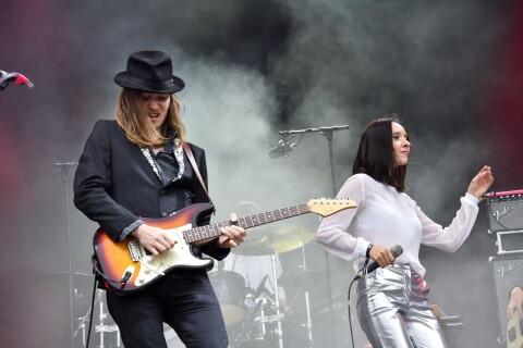 Catherine Ringer fière de ses enfants, sur scène avec leur groupe Minuit