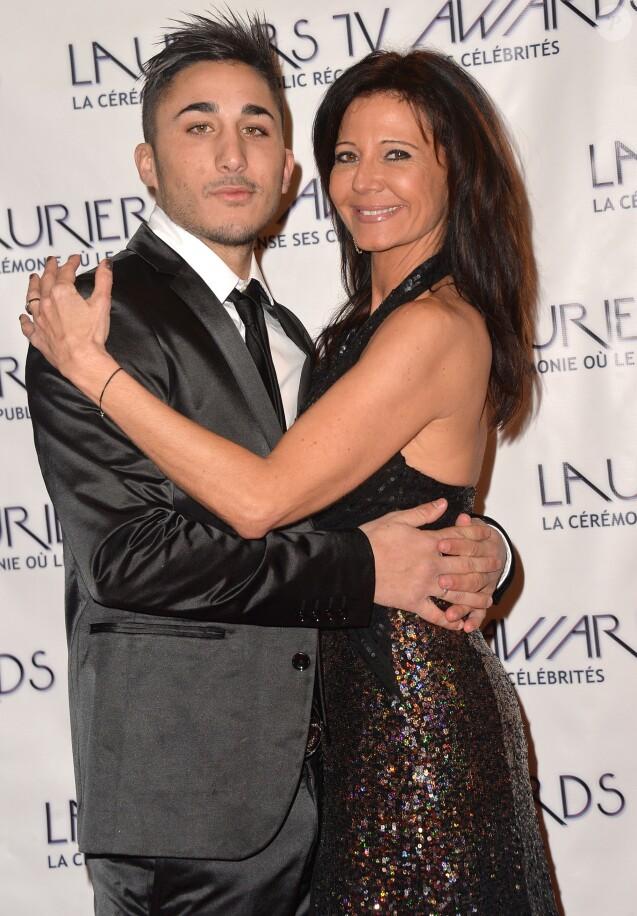 """Vivian et Nathalie (""""Secret Story 8"""") - Cérémonie des """"Lauriers TV Awards 2015"""" à la Cigale à Paris, le 6 janvier 2015."""
