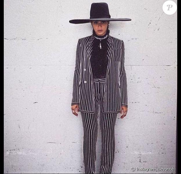 Beyoncé, toute de Givenchy par Riccardo Tisci vêtue pour les CFDA Fashion Awards 2016 à l'Hammerstein Ballroom. New York, le 6 juin 2016.