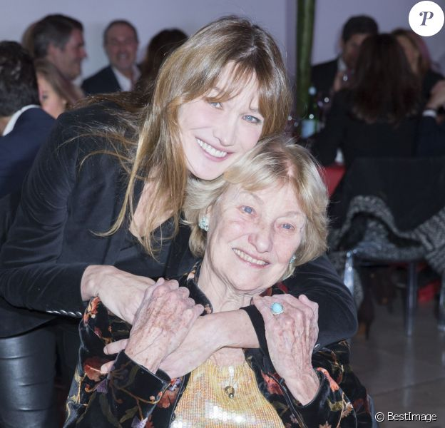 Carla Bruni et sa mère Marisa Borini - Dîner LINK pour les 30 ans de AIDES au Palais d'Iéna à Paris le 8 décembre 2014.