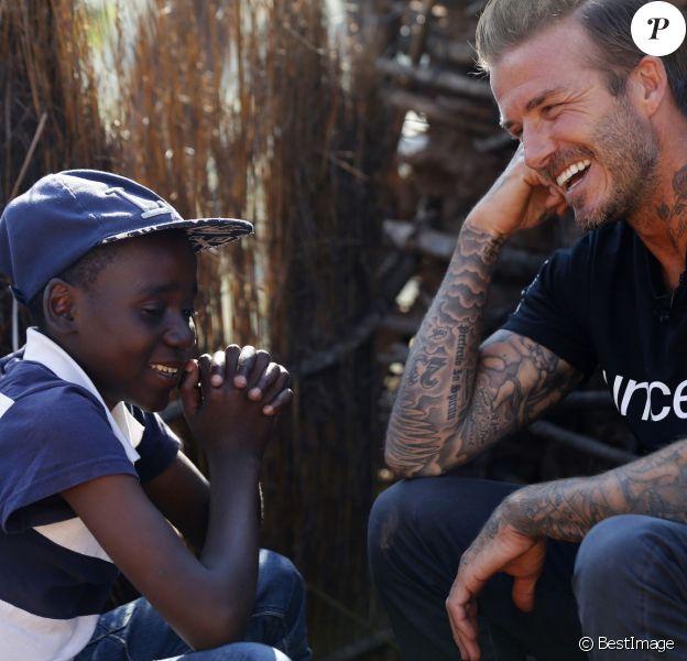 David Beckham, ambassadeur de bonne volonté de l'UNICEF rend visite à des enfants séropositifs au Swaziland en Afrique du Sud le 7 juin 2016.