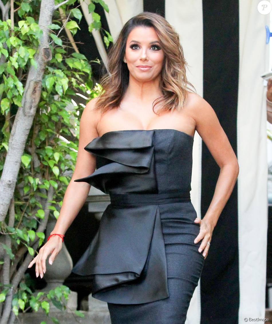eva longoria enceinte la sortie du salon de coiffure ken paves los angeles le 1er juin 2016. Black Bedroom Furniture Sets. Home Design Ideas