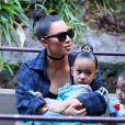 Kim Kardashian et sa fille North West à Disneyland à Anaheim le 19 mai 2016.