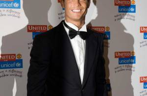 REPORTAGE PHOTOS : Quand le beau gosse Cristiano Ronaldo se pointe au stade... en costard !