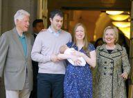 Chelsea Clinton, maman resplendissante avec son fils à la sortie de la maternité