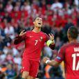 Cristiano Ronaldo manque une occasion de but pendant l'UEFA Euro 2016 de football match Portugal contre l'Autriche au Parc des Princes à Paris, le 18 juin 2016.