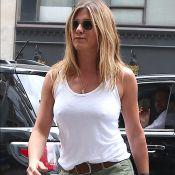 Jennifer Aniston : Ventre plat et bombesque, loin des rumeurs...