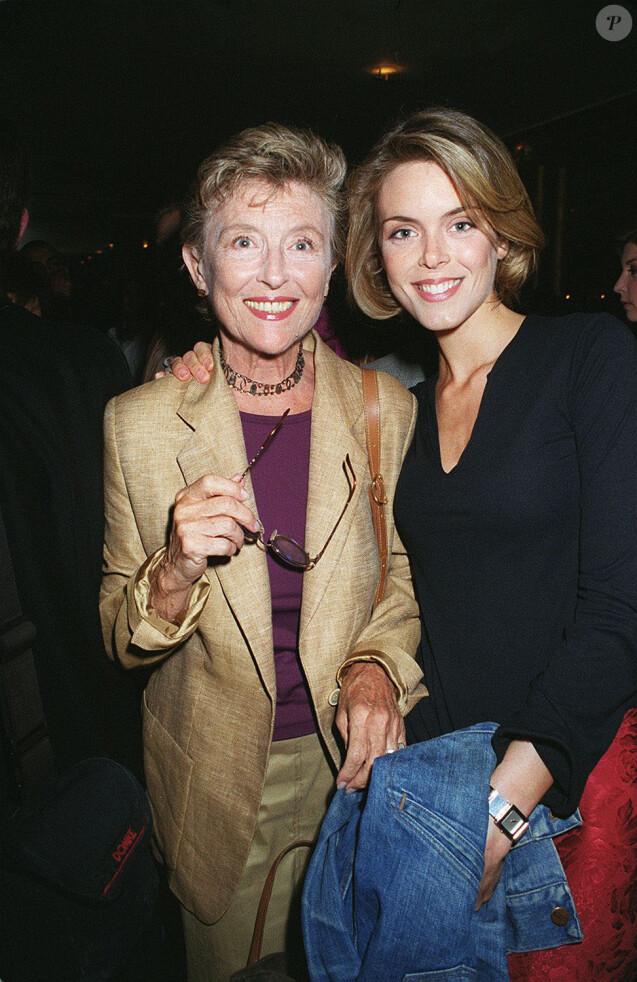 Nicole Courcel et sa fille Julie Andrieu aux Bains à Paris en juillet 2000. En 1975, juste après la naissance de Julie, Jean-Pierre Coffe les avait hébergées chez lui dans sa maison de Lanneray, pendant un peu plus d'un an.