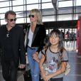 Johnny Hallyday avec sa femme Laeticia et ses enfants Jade et Joy en partance pour Paris arrivent à l'aéroport Lax de Los Angeles le 25 juin 2016.