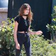 Kaia Gerber, la fille de Cindy Crawford, se promène avec des amis dans les rues de Malibu, le 28 juin 2016