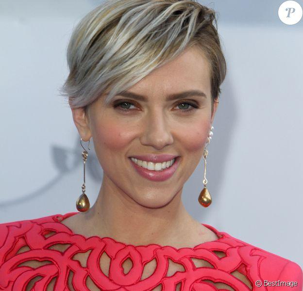 "Scarlett Johansson - Cérémonie des ""MTV Movie Awards 2015"" à Los Angeles, le 12 avril 2015."