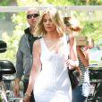 Khloe Kardashian va déjeuner au restaurant à Calabasas, le 20 juin 2016.