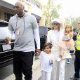 Lamar Odom et sa femme Khloé Kardashian avec ses enfants Mason Disick et Penelope Disick arrivent à l'église de Agoura Hills pour la messe de Pâques à Hagoura Hills le 27 Mars 2016.