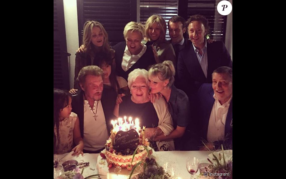 Line Renaud fête son anniversaire avec ses amis stars (Vanessa Paradis, Johnny et Laeticia Hallyday, Emmanuel Macron...), le 5 juillet 2016