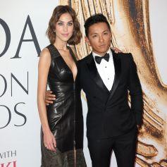 Alexa Chung et le styliste Prabal Gurung à la soirée CFDA Fashion Awards 2016 à New York, le 6 juin 2016.