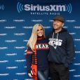 Jenny McCarthy et son mari Donnie Wahlberg posent lors d'un événement de la station radio SiriusXM à Chicago pour la Draft NFL 2016. © Jerry Lai-USA TODAY Sports