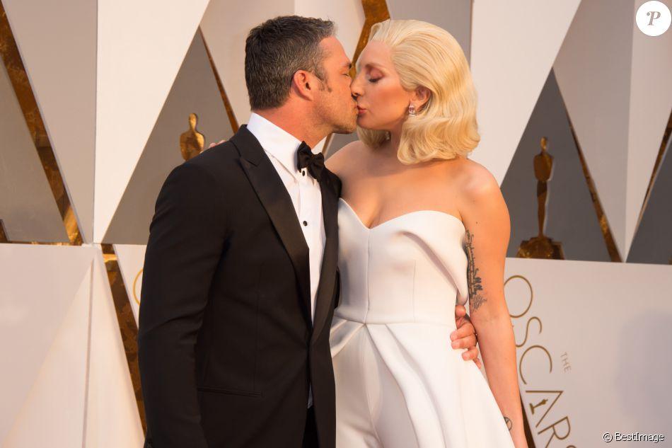 Lady Gaga et son compagnon Taylor Kinney - Arrivées à la 88ème cérémonie des Oscars à Hollywood, le 28 février 2016.