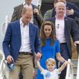 Le prince George de Cambridge au Royal International Air Tattoo à Fairford avec ses parents William et Catherine, le 8 juillet 2016, deux semaines avant son 3e anniversaire.