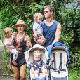Exclusif - Chris Hemsworth avec sa femme Elsa Pataky et leurs enfants Sasha, Tristan et India Rose à Byron Bay, le 27 décembre 2015