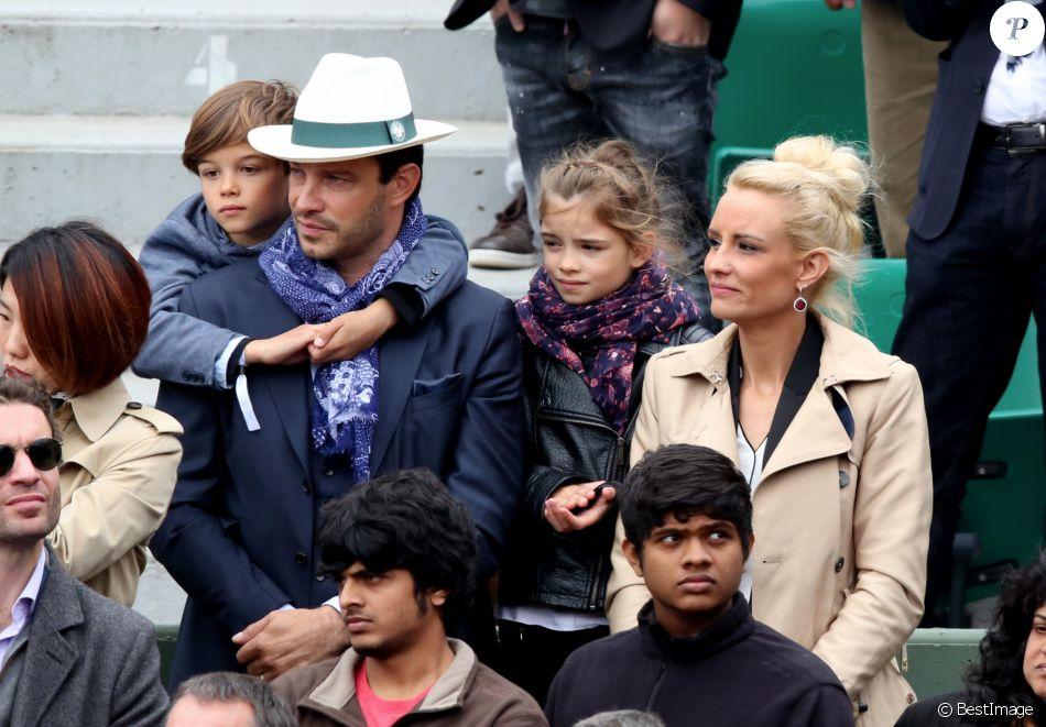 Elodie gossuin avec son mari bertrand lacherie et leurs enfants rose et jules dans les tribunes - Elodie gossuin et bertrand lacherie ...