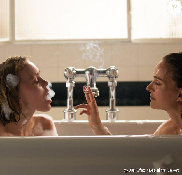 Natalie Portman et Lily-Rose Depp dans une baignoire pour Planetarium.