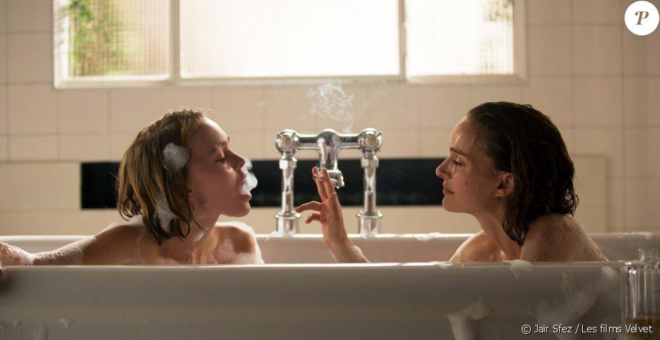 Lily Rose Depp Et Natalie Portman Dans Une Baignoire Planetarium
