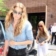 Gigi Hadid se promène dans la rue à New York, le 17 juin 2016.