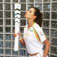 Photo d'Alessandra Ambrosio et la Torche Olympique à Rio de Janeiro. Le 5 août 2016.