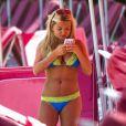 La star de télé-réalité et ex-Miss Grande-Bretagne Zara Holland profite d'une journée ensoleillée à La Barbade. Le 1er août 2016.