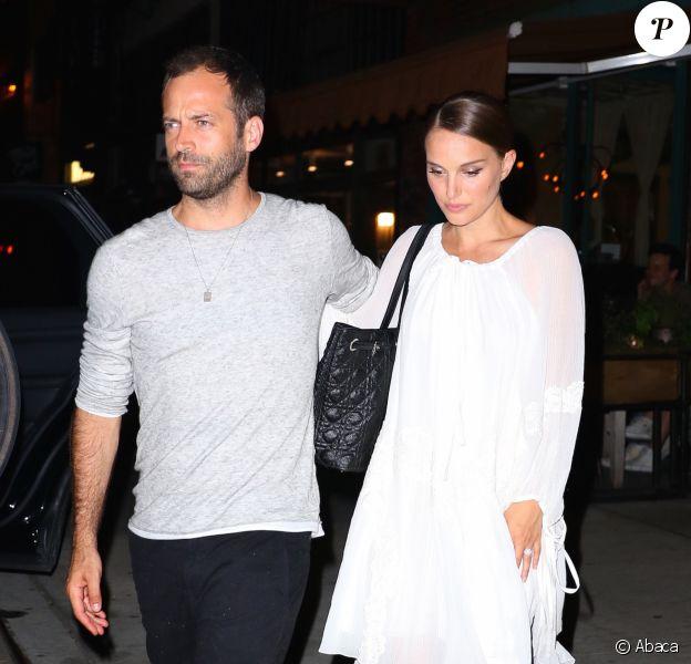 Natalie Portman se rendant au restaurant Il Buco avec son mari Benjamin Millepied à New York le 15 août 2016