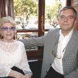 Jacqueline Pagnol avec son fils, Frédéric Pagnol, lors du Prix Marcel Pagnol organisé au restaurant Fouquet's à Paris le 9 juin 2005