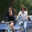 Exclusif - Cindy Crawford et Kaia font du vélo dans les rues à Malibu, le 21 juin 2015