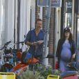 Exclusif - Guy Pearce et Carice van Houten se rendent à un rendez-vous à une maternité d'Amsterdam, le 17 août 2016.