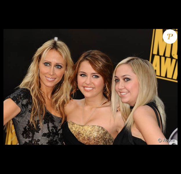 American Music Awards 2008 : Miley Cyrus, sa maman et sa soeur
