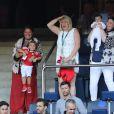 Emma Rhys-Jones, la compagne de Gareth Bale, avait amené leurs filles Alba Violet (3 ans) et Nava Valentina (née en mars) lors de l'Euro 2016 disputé par le Pays de Galles (ici : le 25 juin 2016, contre l'Irlande du Nord). Le 16 juillet 2016, jour de ses 27 ans, Gareth a demandé Emma en mariage.