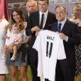 Gareth Bale était accompagné par sa compagne Emma Rhys-Jones et leur fille Alba Violet lors de sa présentation au Real Madrid le 2 septembre 2013. Le 16 juillet 2016, jour de son 27e anniversaire, le Gallois a demandé sa compagne en mariage.