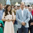 Kate Middleton et le prince William ont achevé leur journée d'activités publiques en Cornouailles, le 1er septembre 2016, sur la plage Towan, à Newquay, à l'occasion d'une session d'initiation au surf organisée par l'association Wave Project.