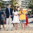 Le prince William et Kate Middleton, duc et duchesse de Cambridge, ont rencontré des surfeurs sur la plage de Manly à Sydney, le 18 avril 2014
