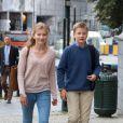 """""""La princesse héritière Elisabeth (14 ans) et le prince Gabriel (13 ans) de Belgique ont fait le 1er septembre 2016 leur rentrée des classes au Collège Sint-Jan Berchmans."""""""