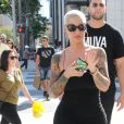 Amber Rose fait du shopping dans les rues de Beverly Hills, le 18 août 2016  Model Amber Rose is spotted out shopping in Beverly Hills, California on August 18, 2016. Amber's bodyguard was wearing a shirt with her nickname 'Muva' on the front18/08/2016 - Beverly Hills