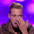 """Julien en larmes - """"Secret Story 10"""" sur NT1. Le 9 septembre 2016."""