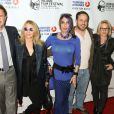 """Alexis Arquette entourée de ses frères et soeurs David Arquette, Rosanna Arquette, Richmond Arquette et Patricia Arquette lors de l'ouverture du festival du film indien 2014 avec la projection du film """"Sold"""" aux ArcLight Cinemas à Hollywood, le 8 avril 2014."""